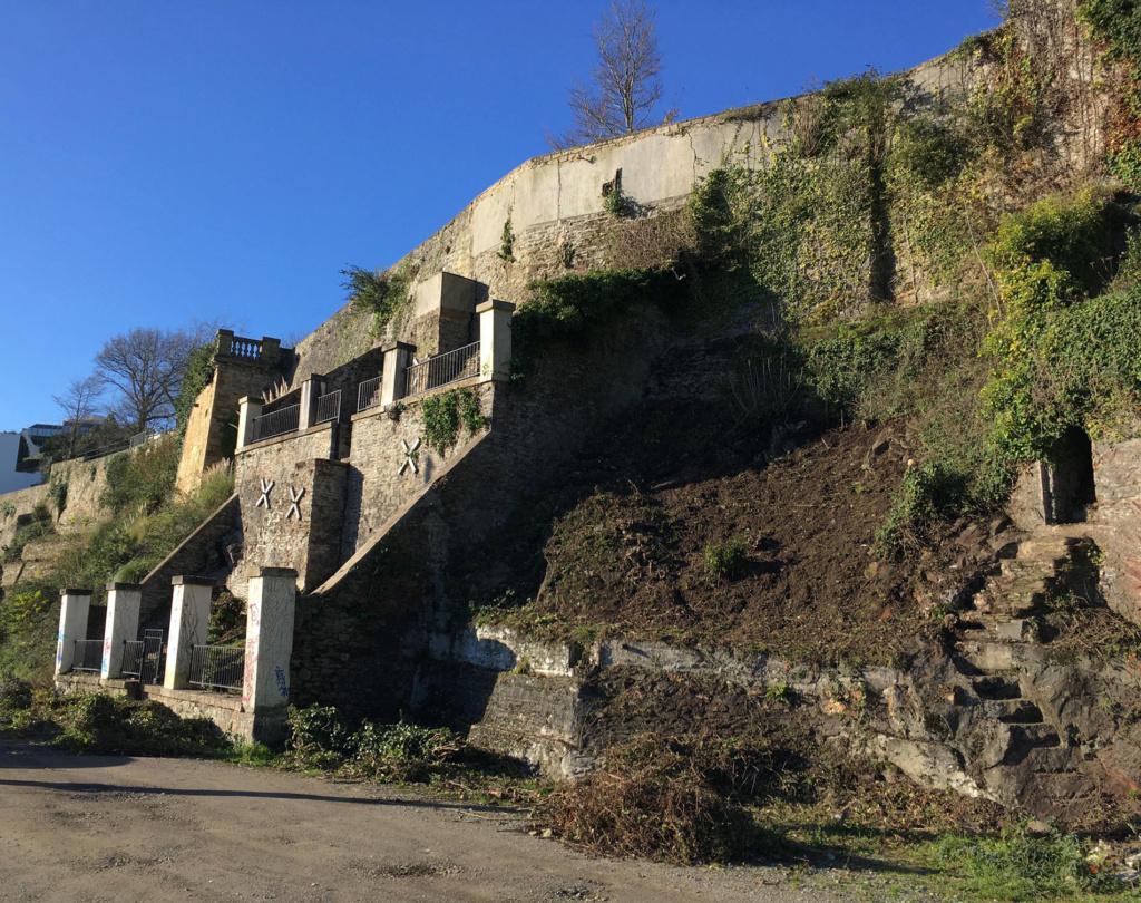 Jardin extraordinaire sur les falaises de Brest Poulli11
