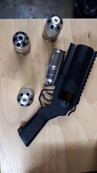 lance grenade et ses 3 grenade  vendu  20190414