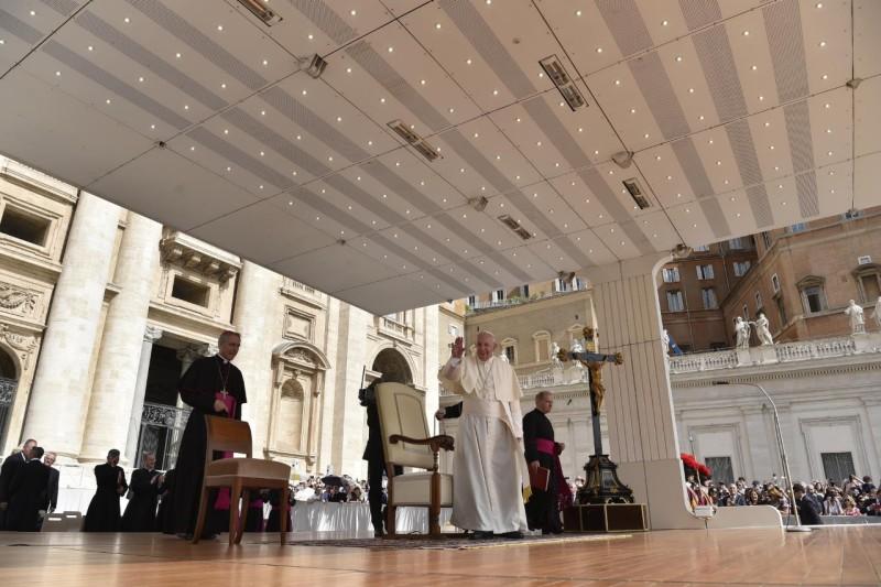 Tous les Mercredis : Audience Générale de notre Pape François!! 1210