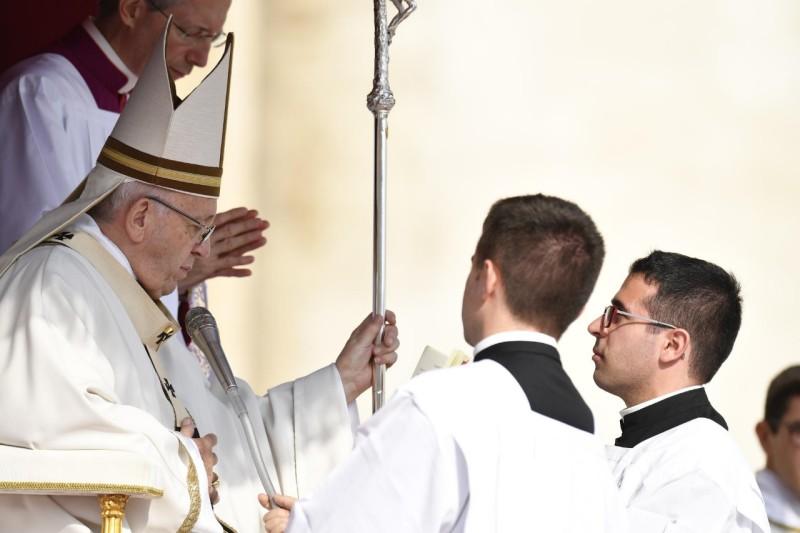 ✟Toute l'Actualité de notre Saint-Père le Pape François✟ - Page 7 Canoni10