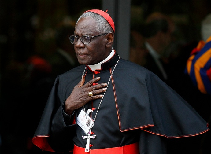 Interview du cardinal Sarah indigné sur les tractations à propos de l'Eucharistie Cardin11