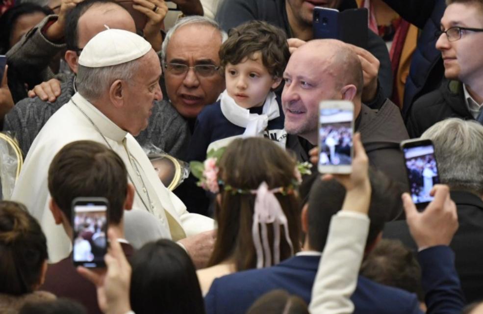 Tous les Mercredis : Audience Générale de notre Pape François!! - Page 2 Foule10