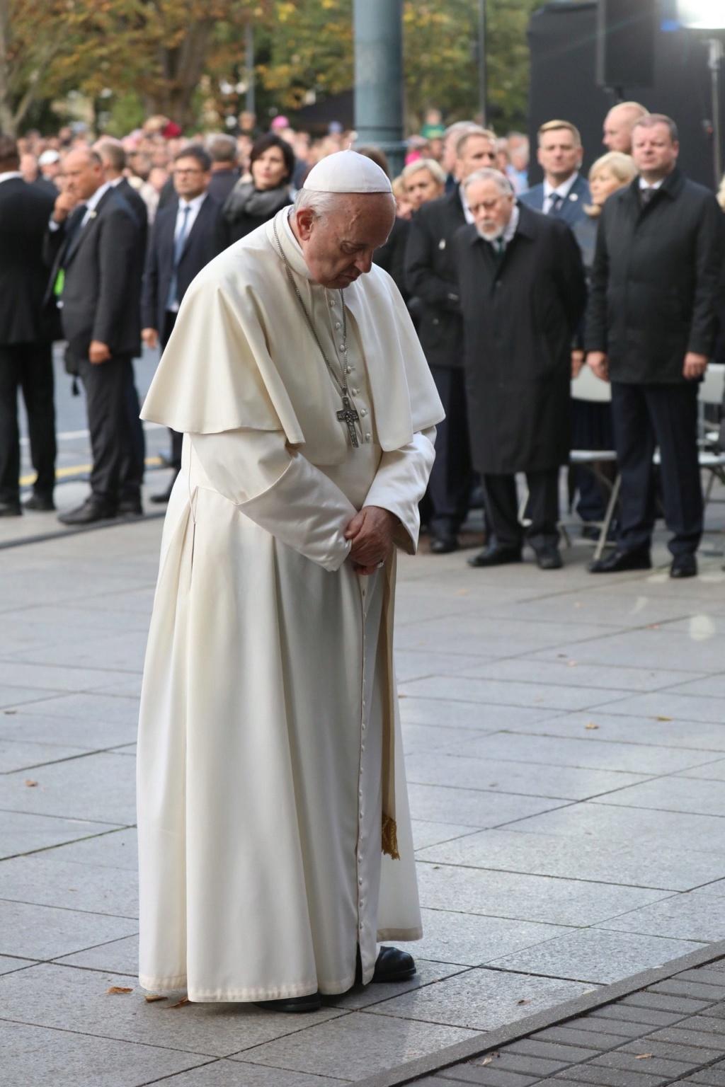 ✟Toute l'Actualité de notre Saint-Père le Pape François✟ - Page 7 Laima-10