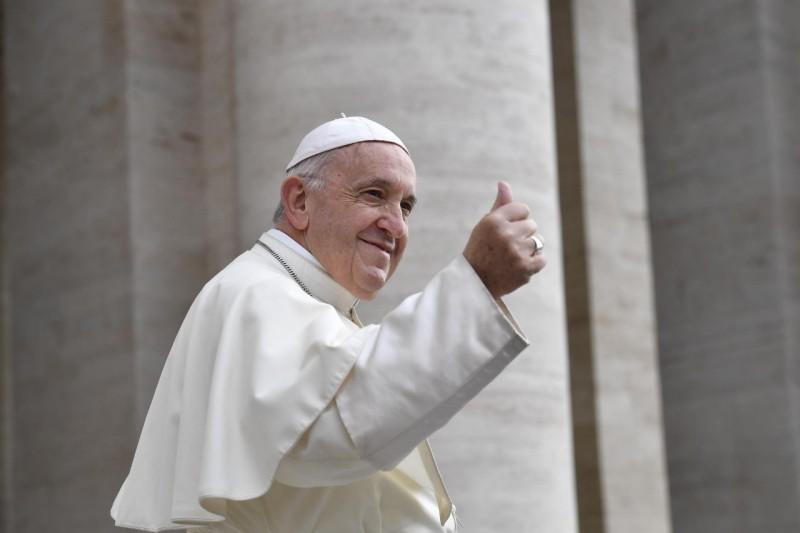 ✟Toute l'Actualité de notre Saint-Père le Pape François✟ - Page 10 Le-pap12