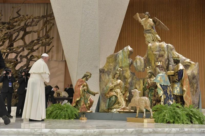 ✟Toute l'Actualité de notre Saint-Père le Pape François✟ - Page 12 Le-pap14