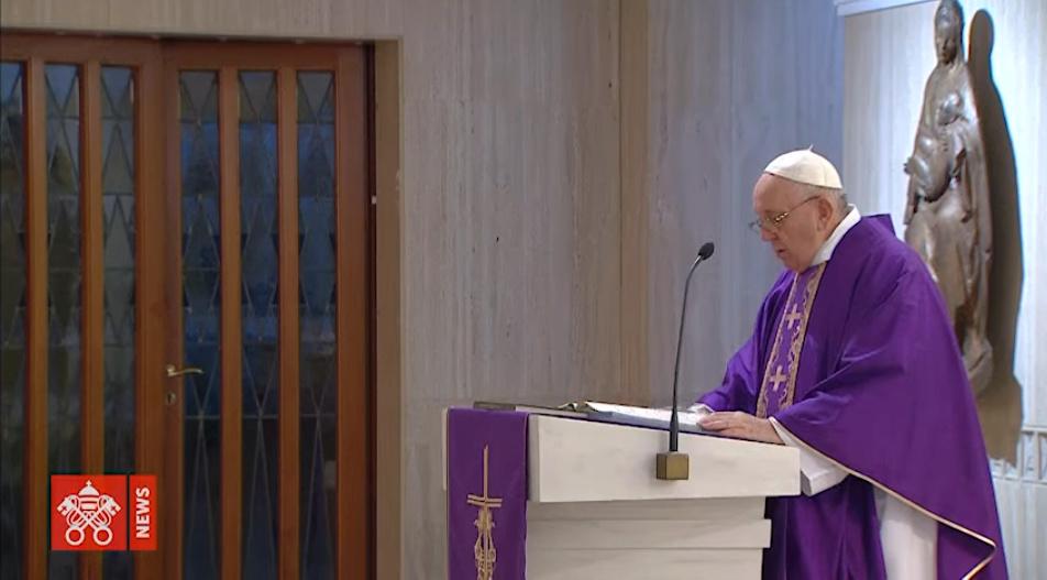 Le Pape à Sainte Marthe Messe-15