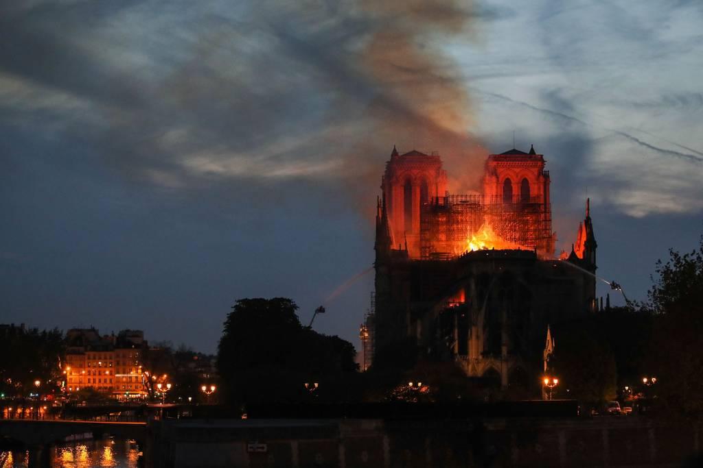 Notre Dame de Paris en flammes  - Page 3 Nd_en_10