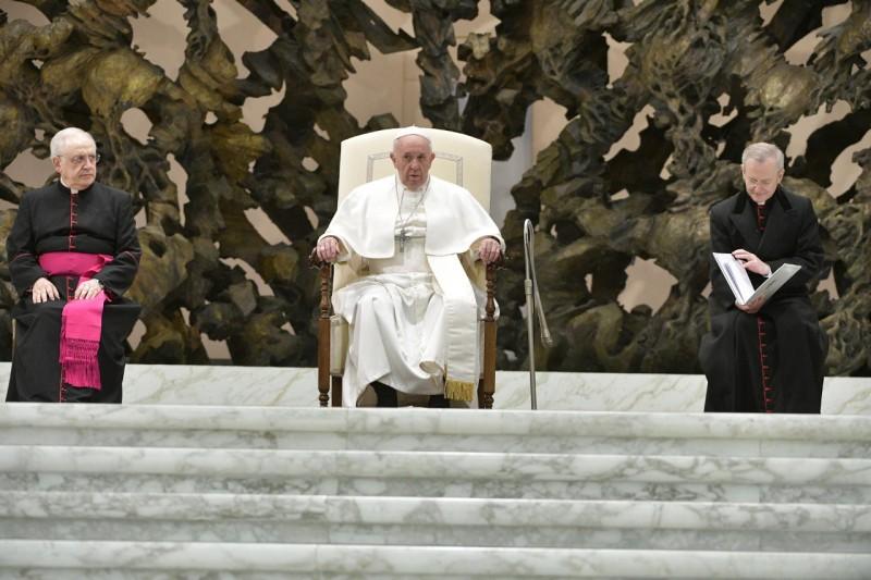 Tous les Mercredis : Audience Générale de notre Pape François!! Szorie10