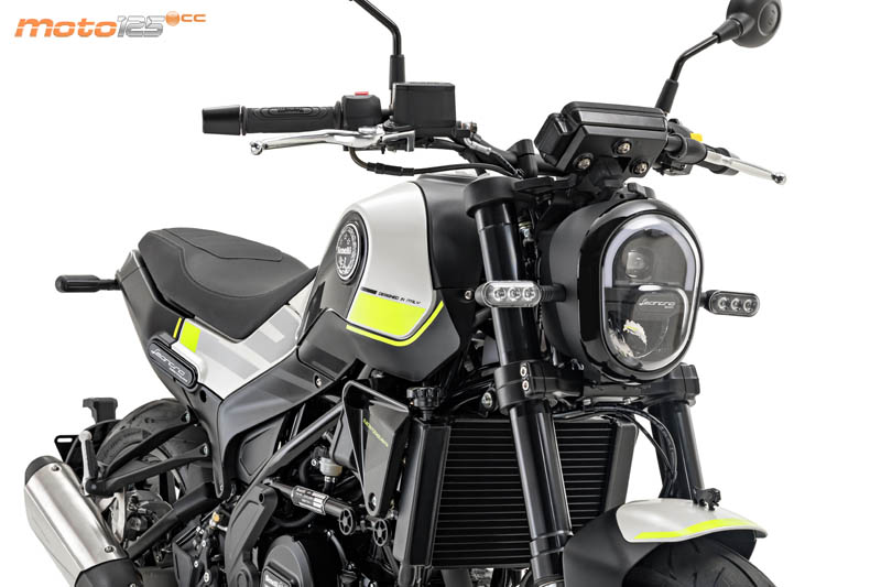 Nouvelle Benelli Leoncino 125 : Benell13