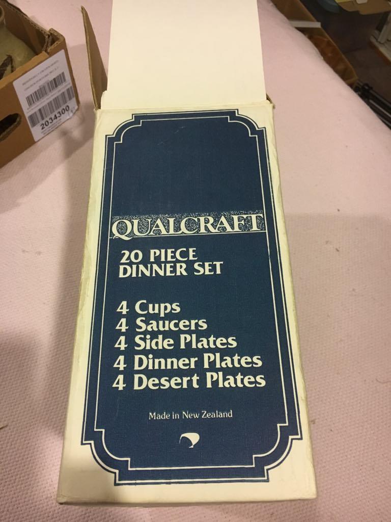 Qualcraft 20 pce dinner ware Abox_l10