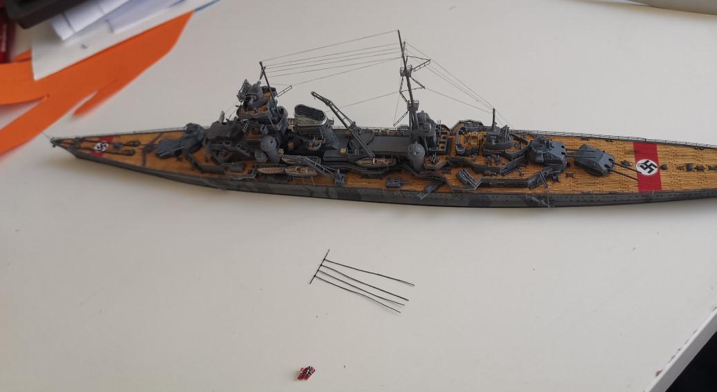[TERMINE] Croiseur Prinz Eugen Trumpeter 1/700e, PE Flyhawk, pont en bois - Page 7 Azorie10