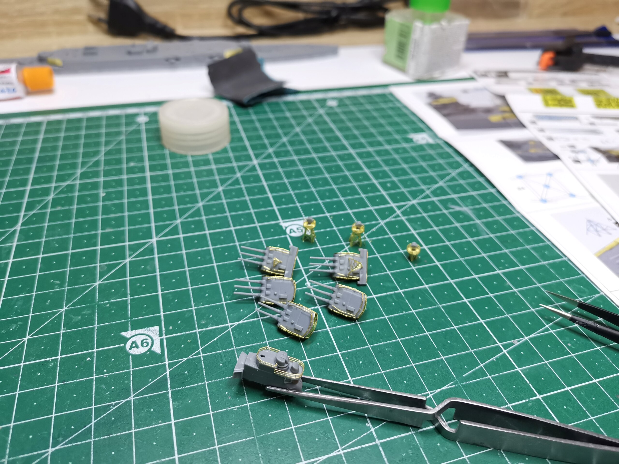 Croiseur léger Mogami Tamiya 1/700e + PE Artist Hobby - Page 2 Img_2025