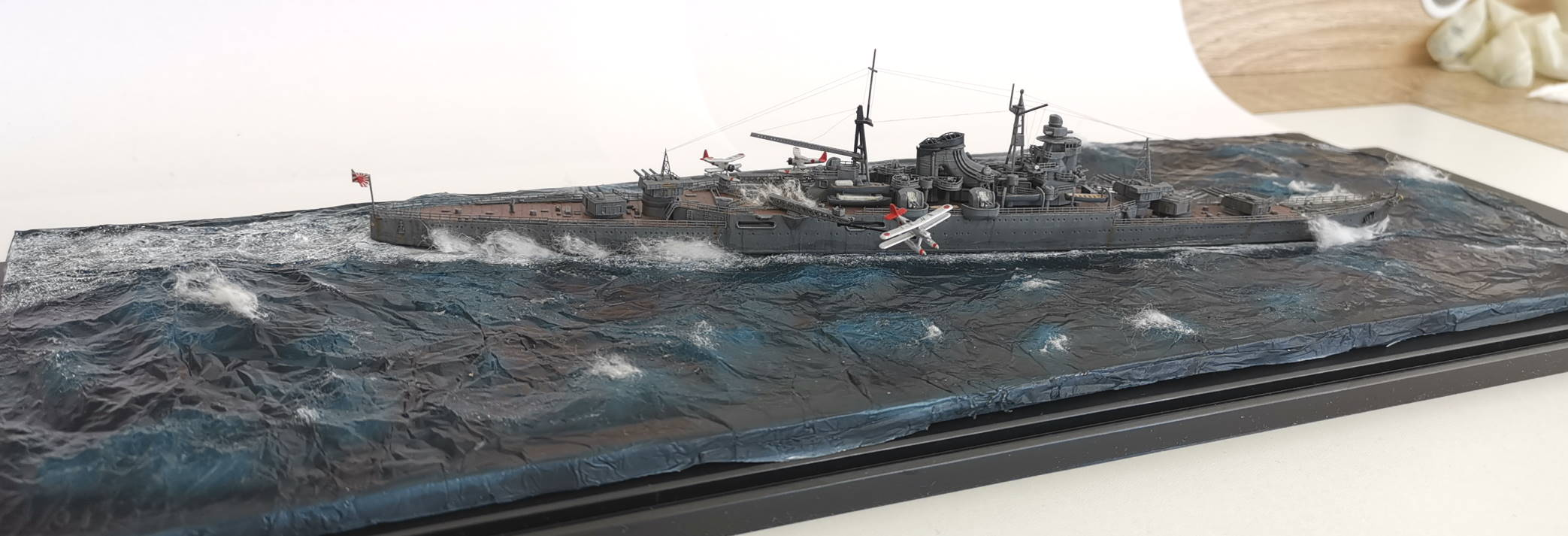Croiseur léger Mogami Tamiya 1/700e, avec photodec Artist Hobby  Mogami25