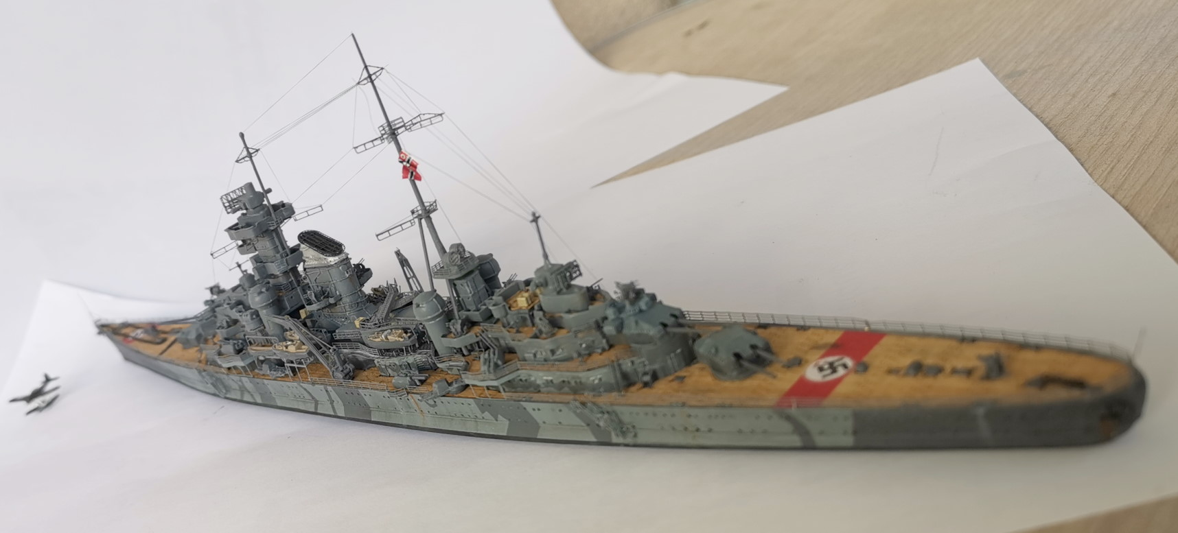 Prinz Eugen 1/700e Trumpeter + kit Flyhawk et pont en bois Prinz014