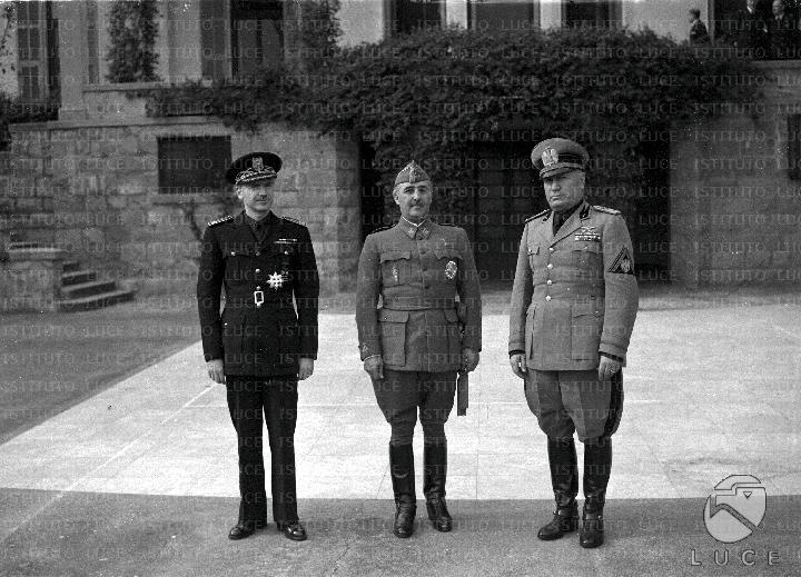 ¿Cuánto mide Francisco Franco? - Altura - Real height - medía - Página 3 08602_10