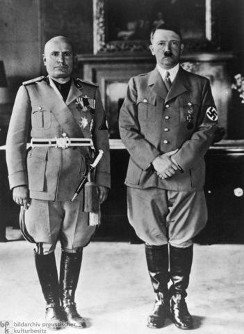 ¿Cuánto mide Francisco Franco? - Altura - Real height - medía - Página 3 Hitler10