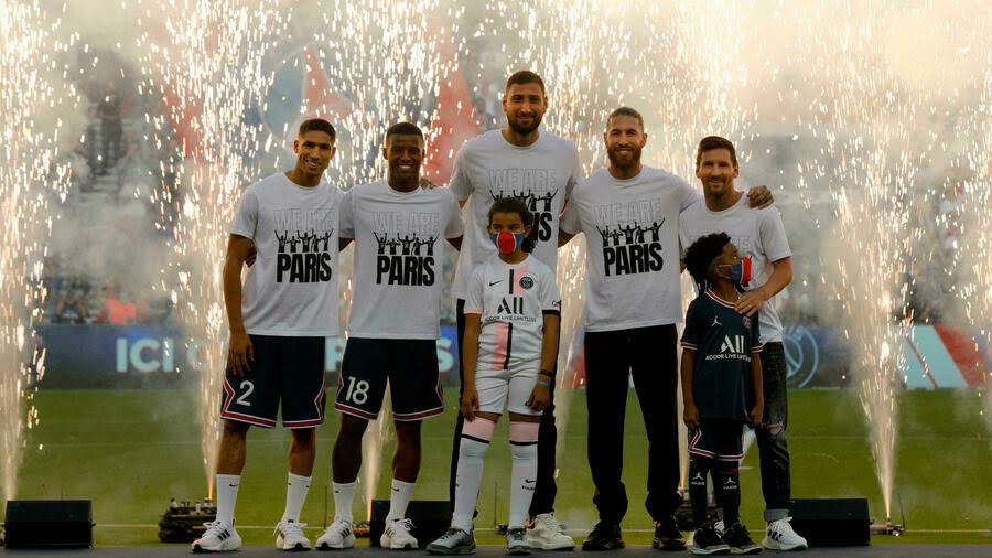 ¿Cuánto mide Lionel Messi? - Estatura y peso - Real height - Página 12 Messi-11