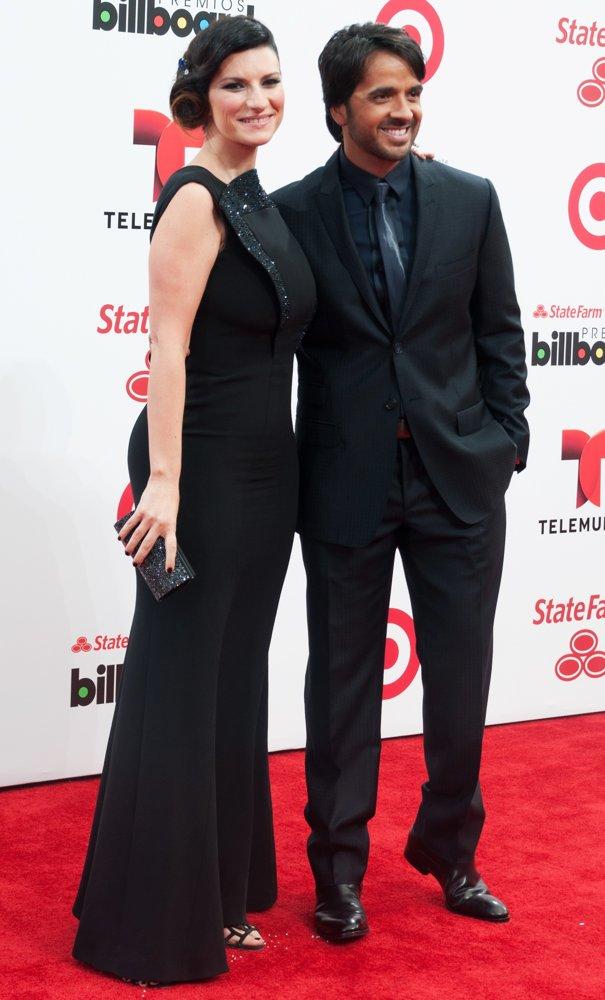 ¿Cuánto mide Laura Pausini? - Altura - Real height Pausin10