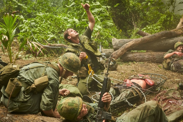 神盾局長合體冬兵捍衛榮譽  《鋼鐵勳章》還原越戰最殘酷戰役 005aoo10