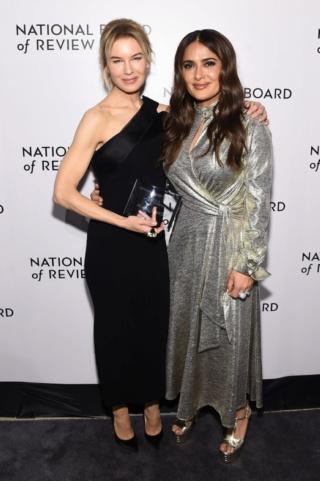芮妮齊薇格《茱蒂》奪國家評論協會獎影后,為「她」淚灑頒獎禮 005aun11