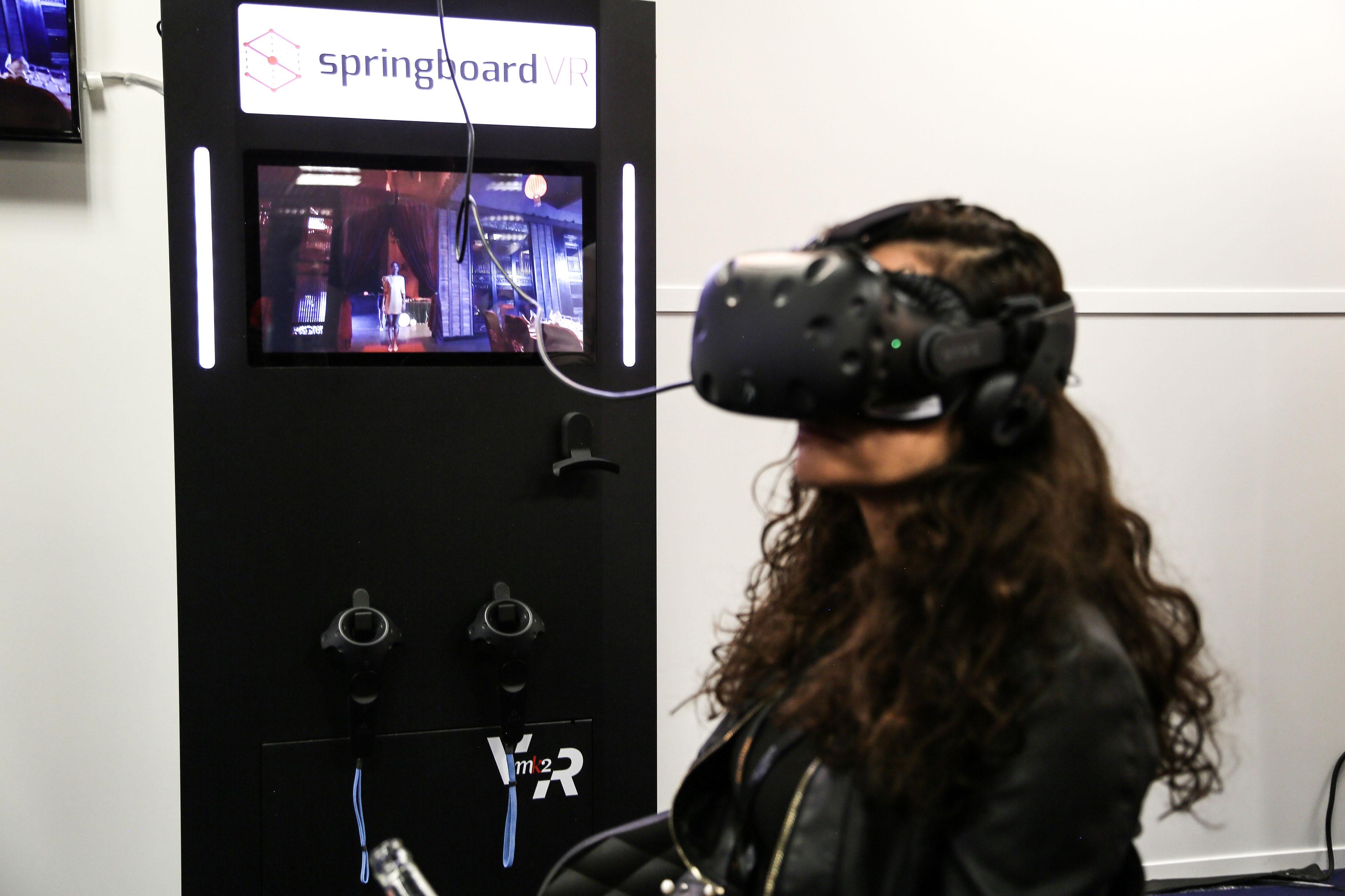 台灣VR影片國際矚目 坎城市場展吸引各國買家一探究竟 原住民音樂結合VR互動影片《Oli邊境》 驚艷各國影展選片人 Ezouaa10
