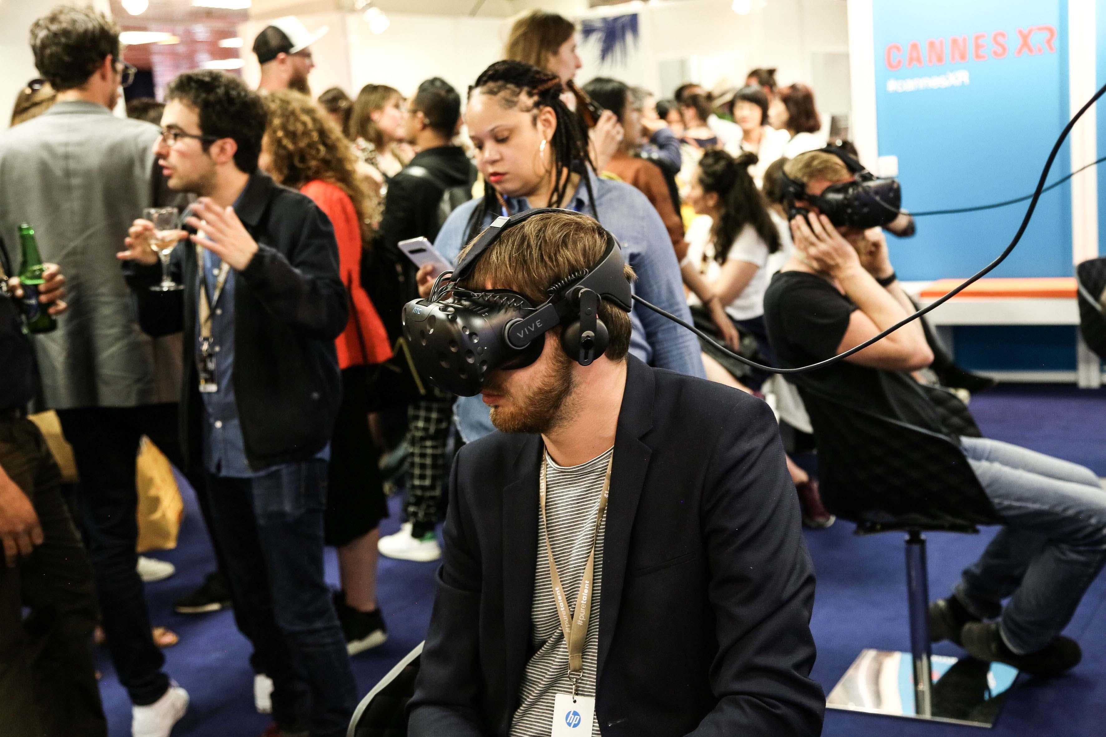 台灣VR影片國際矚目 坎城市場展吸引各國買家一探究竟 原住民音樂結合VR互動影片《Oli邊境》 驚艷各國影展選片人 Ezouuu10
