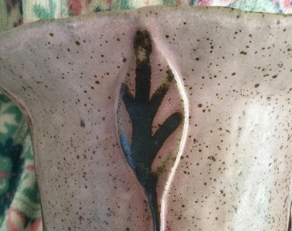 Studio pottery vase signed 1fb49e10