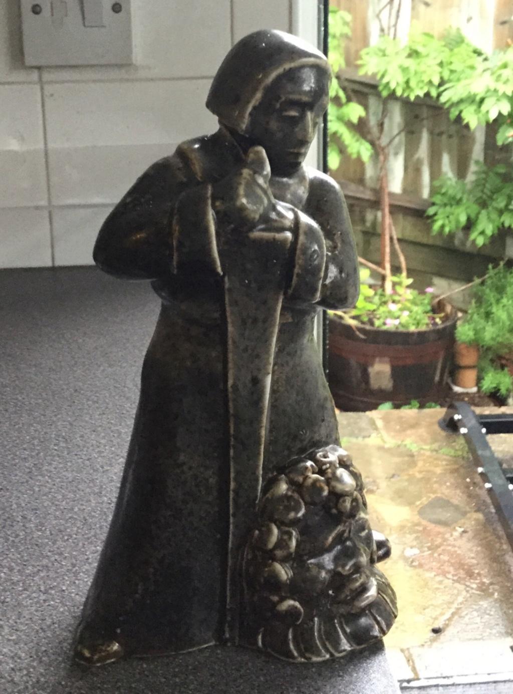Pottery figure, Scandinavian? Fc7e1310