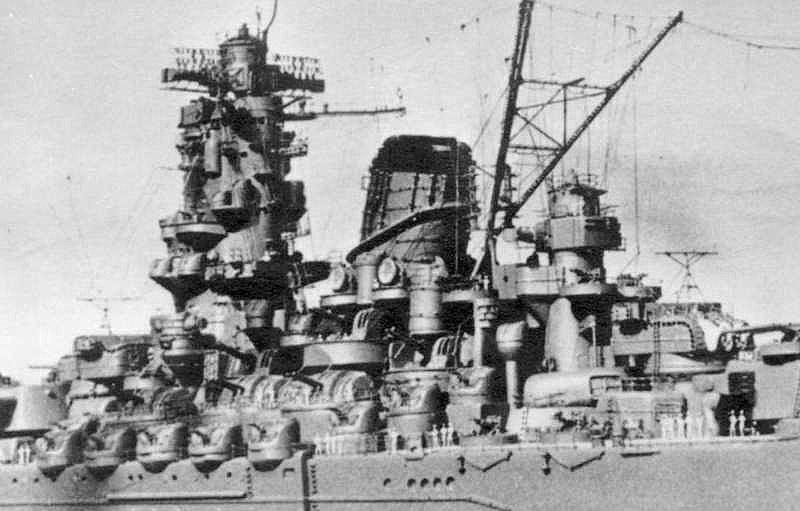 Yamato, un jour de janvier 1945 Modèle RC au 1/150 dans sa vitrine d'exposition 12878910