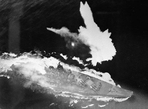 Yamato, un jour de janvier 1945 Modèle RC au 1/150 dans sa vitrine d'exposition - Page 5 Battle10