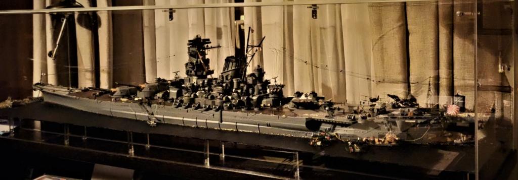 Yamato, un jour de janvier 1945 Modèle RC au 1/150 dans sa vitrine d'exposition - Page 5 Img_2045