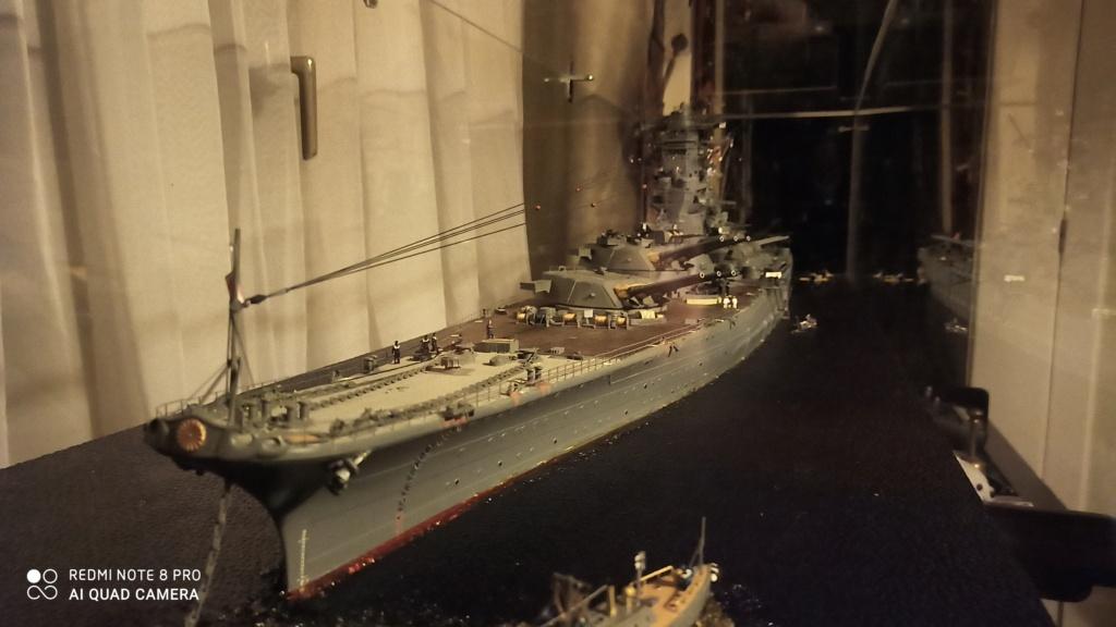 Yamato, un jour de janvier 1945 Modèle RC au 1/150 dans sa vitrine d'exposition - Page 5 Img_2047