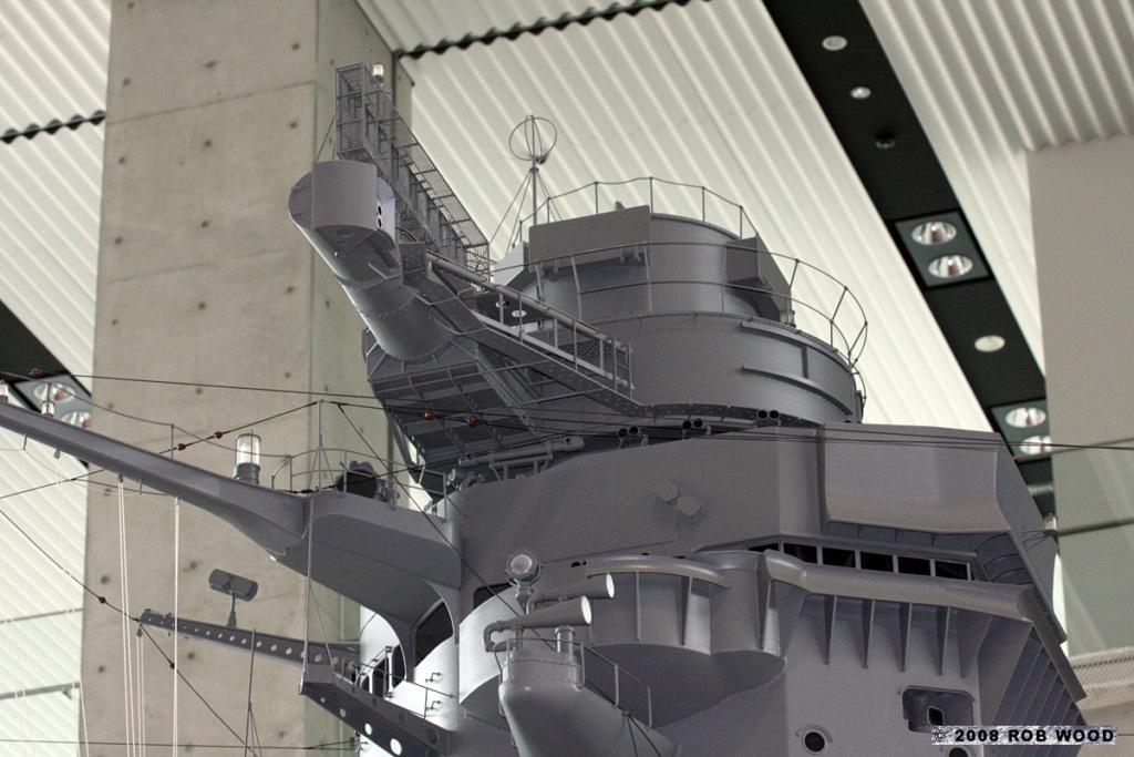 Yamato, un jour de janvier 1945 Modèle RC au 1/150 dans sa vitrine d'exposition - Page 5 Pagoda10