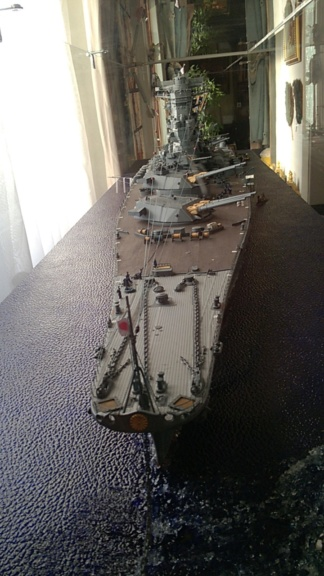 Yamato, un jour de janvier 1945 Modèle RC au 1/150 dans sa vitrine d'exposition Wp_20112