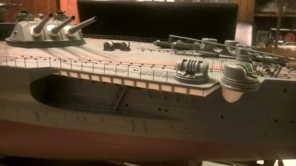 Yamato, un jour de janvier 1945 Modèle RC au 1/150 dans sa vitrine d'exposition Wp_20116