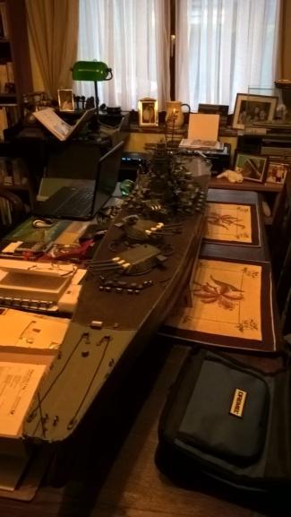 Yamato, un jour de janvier 1945 Modèle RC au 1/150 dans sa vitrine d'exposition Wp_20122