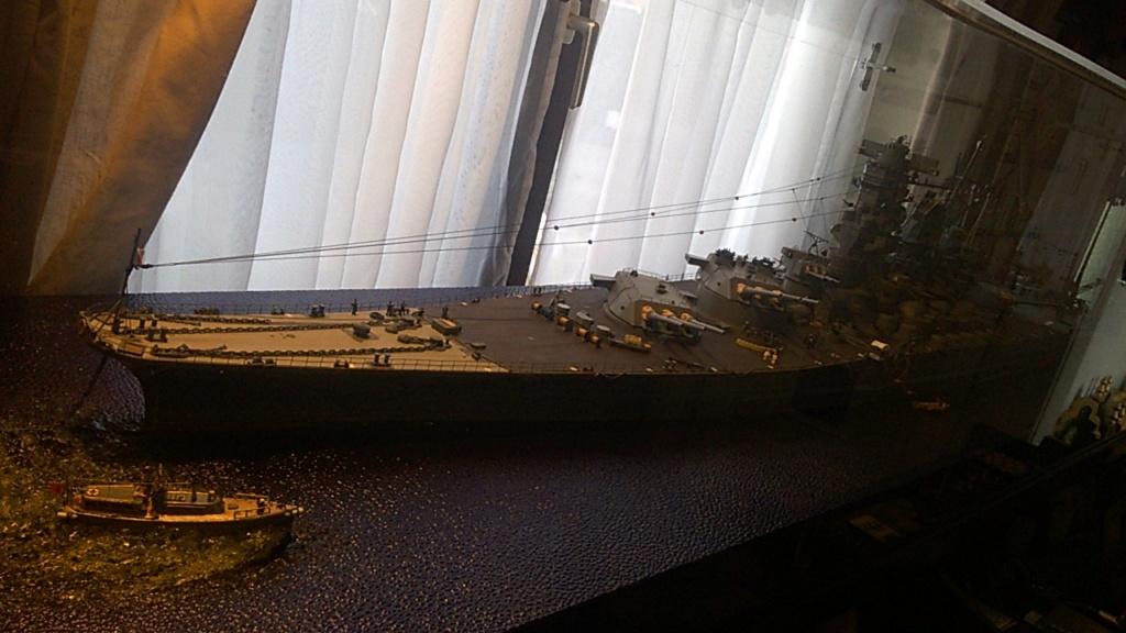 Yamato, un jour de janvier 1945 Modèle RC au 1/150 dans sa vitrine d'exposition - Page 2 Wp_20212