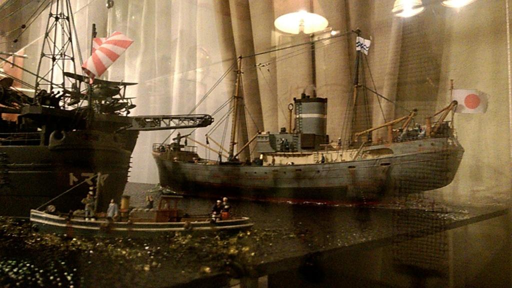 Yamato, un jour de janvier 1945 Modèle RC au 1/150 dans sa vitrine d'exposition - Page 2 Wp_20214