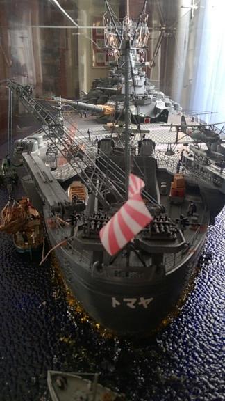 Yamato, un jour de janvier 1945 Modèle RC au 1/150 dans sa vitrine d'exposition - Page 4 Wp_20403
