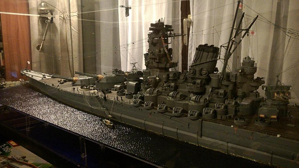 Yamato, un jour de janvier 1945 Modèle RC au 1/150 dans sa vitrine d'exposition - Page 5 Wp_20541