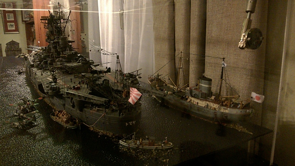 Yamato, un jour de janvier 1945 Modèle RC au 1/150 dans sa vitrine d'exposition - Page 5 Wp_20542