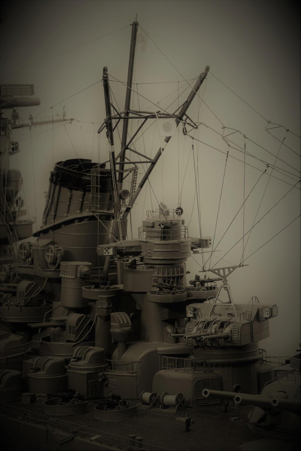 Yamato, un jour de janvier 1945 Modèle RC au 1/150 dans sa vitrine d'exposition Yamato10