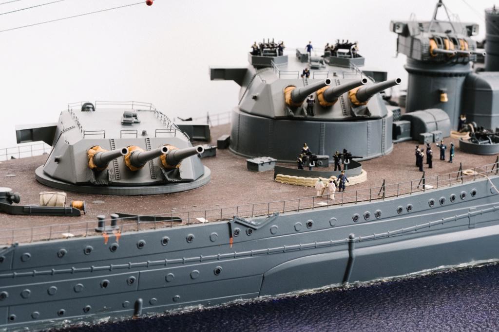 Yamato, un jour de janvier 1945 Modèle RC au 1/150 dans sa vitrine d'exposition - Page 3 Yamato23