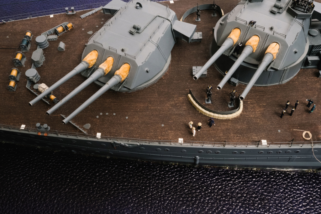 Yamato, un jour de janvier 1945 Modèle RC au 1/150 dans sa vitrine d'exposition - Page 3 Yamato24