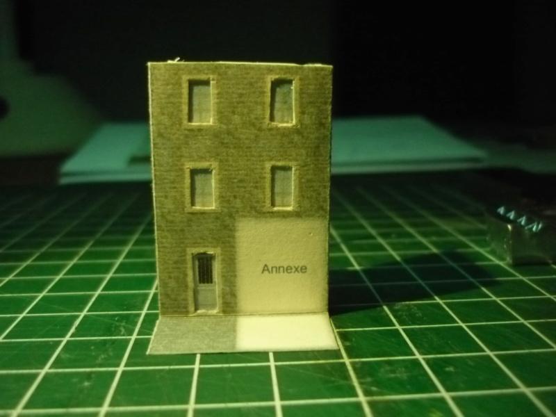 Batiments et autres structures imprimés en papier P1080417