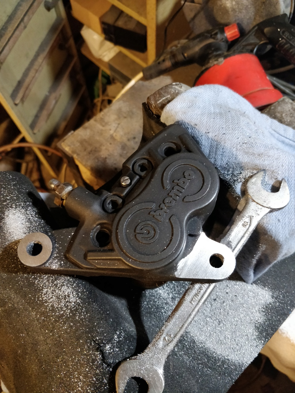 R100GS - Rectifer étrier brembo 4 pistons Img_2073