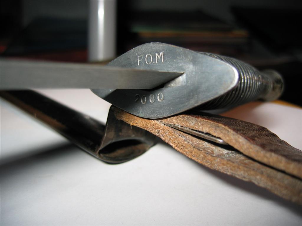 dague commando super nogent mais pas le modele clasique  Cuir_212