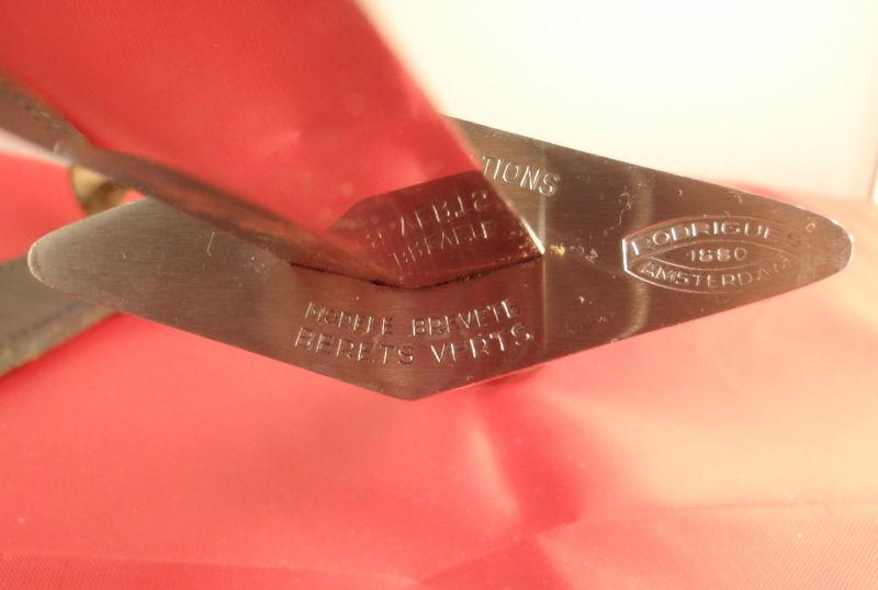 Copies de poignard Bérets Verts Rodrig12