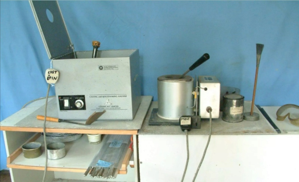 "C200 centricast machine,melting pot,7"" plate £825 Screen26"