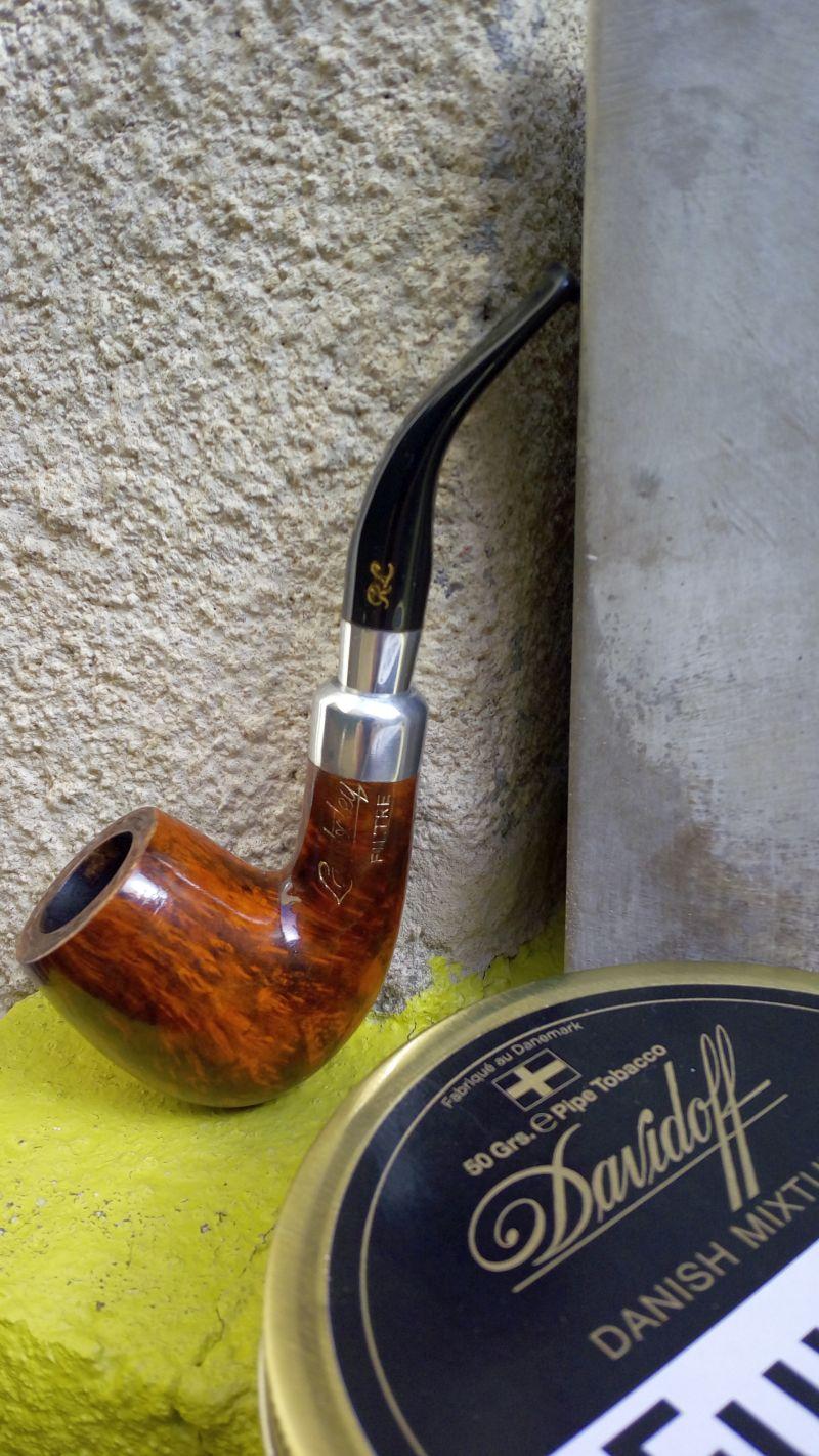 Chacun deux mars sa journée avec une bonne pipe.  - Page 2 Pipe_l10